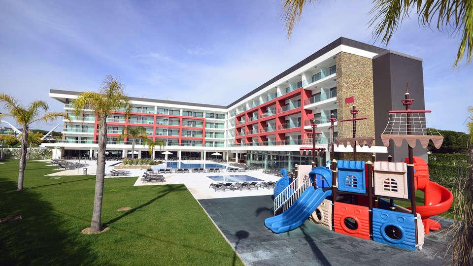 Aquashow Park Hotel - Edit_Front.jpg