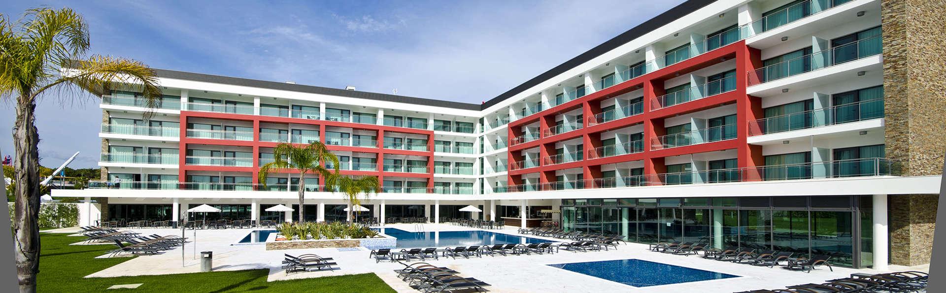 Aquashow Park Hotel - Edit_Front3.jpg