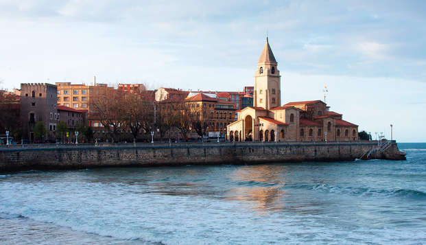 Escapada Romántica en Gijón con cava, trufas y parking incluido