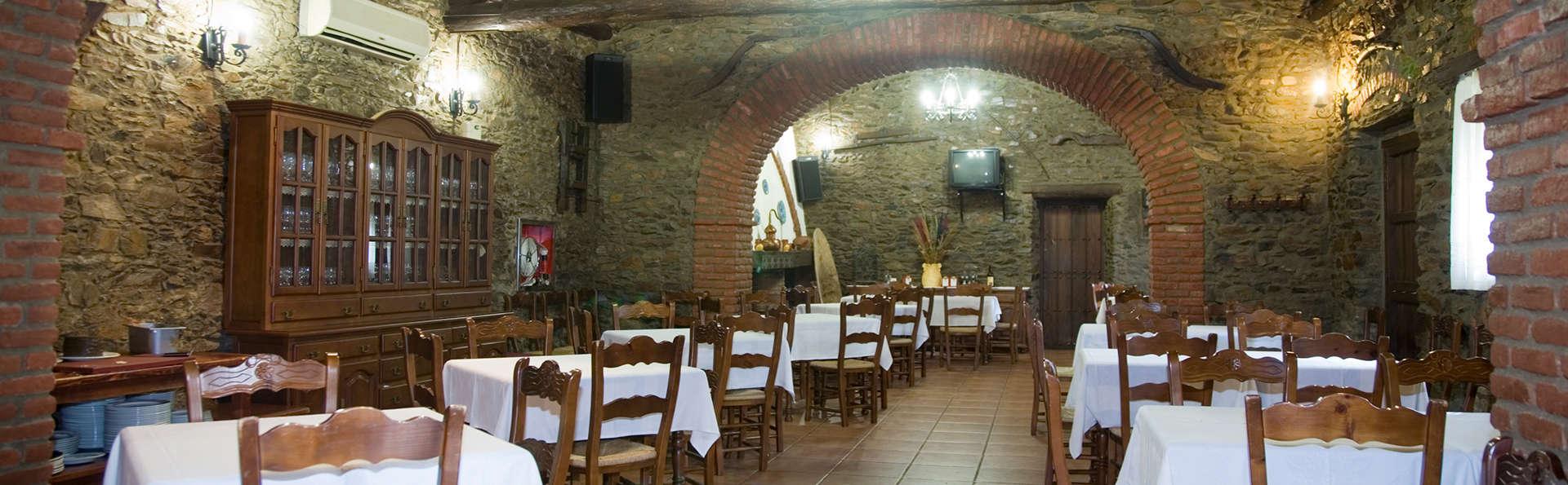 Encanto y gastronomía cerca de Trujillo con cena, tapas y vino