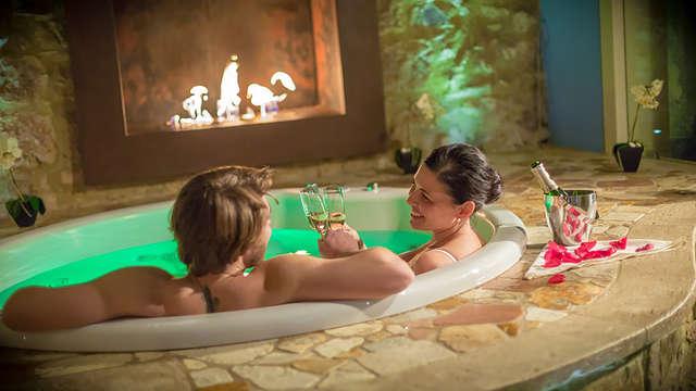 Relájate en el jacuzzi de tu habitación en la Toscana