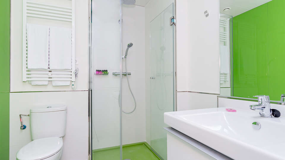 Blume Cruz Apartamentos (inactive) - Edit_Bathroom2.jpg