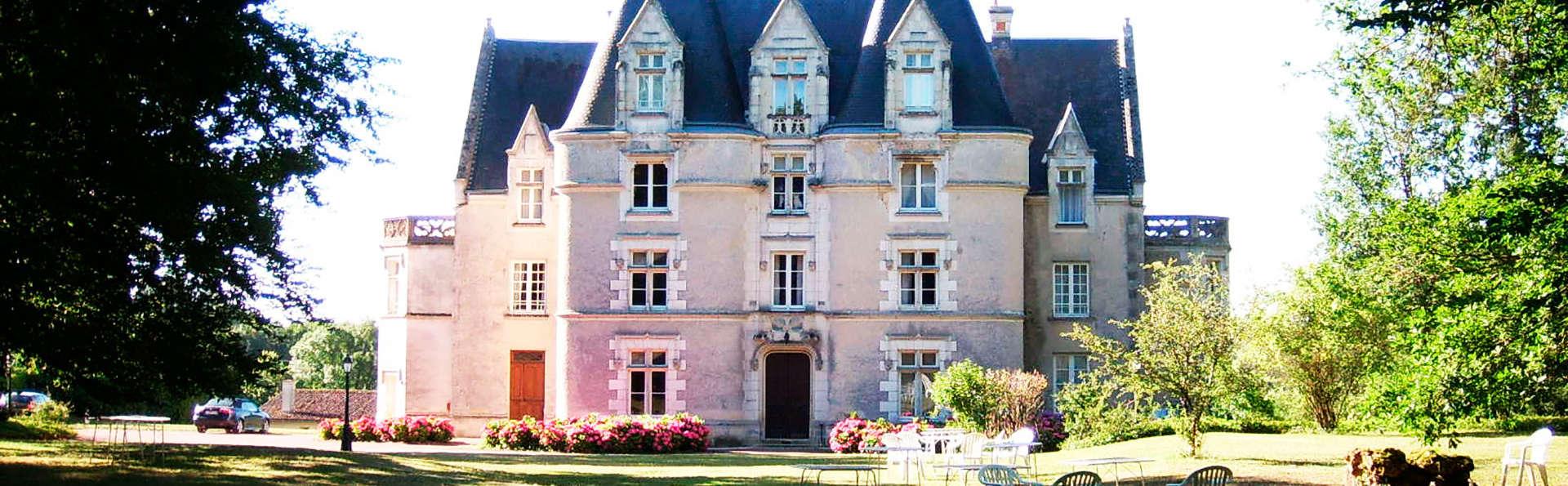 Château de Périgny  - EDIT_front.jpg