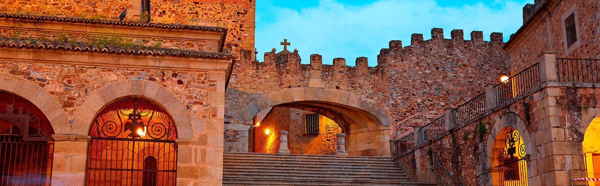 Descubre Cáceres, ciudad declarada Patrimonio de la Humanidad, con desayuno buffet incluido