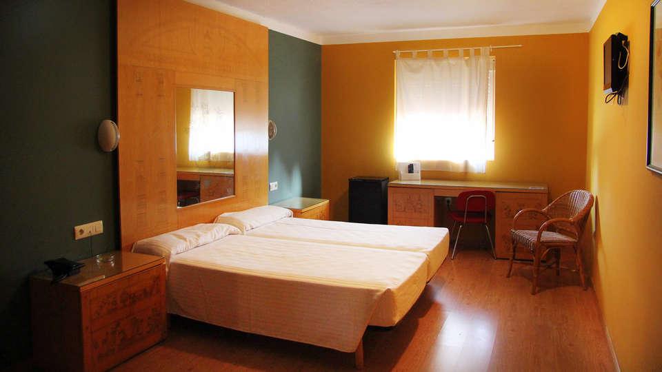 AHC Hoteles - EDIT_room4.jpg