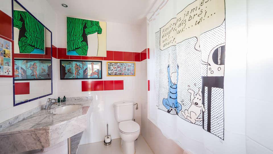 26Labrador.es (Adults Only) - Edit_Bathroom2.jpg