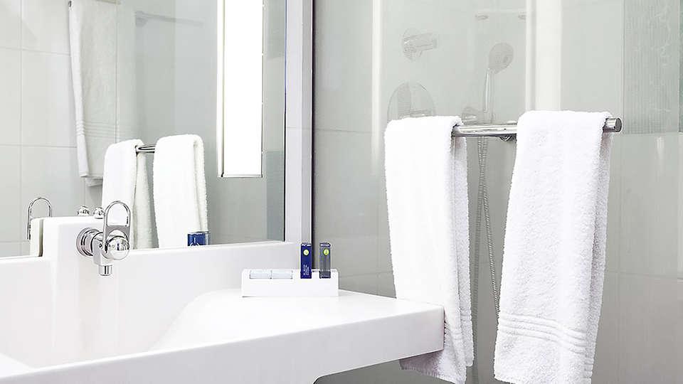 Novotel Mechelen Centrum - Edit_Bathroom.jpg