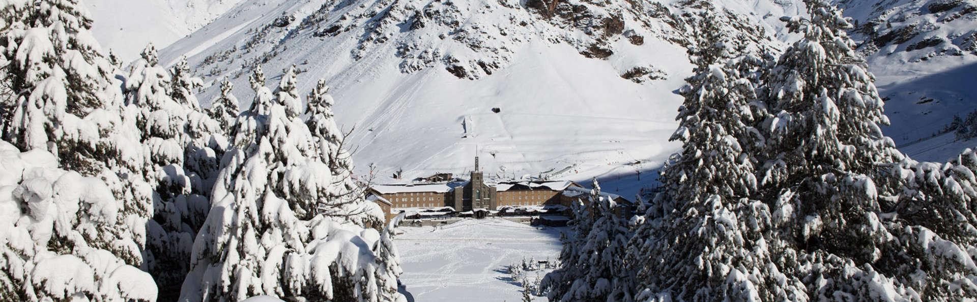 Escapade avec demi-pension, train crémaillère et télécabine à la vallée de Núria