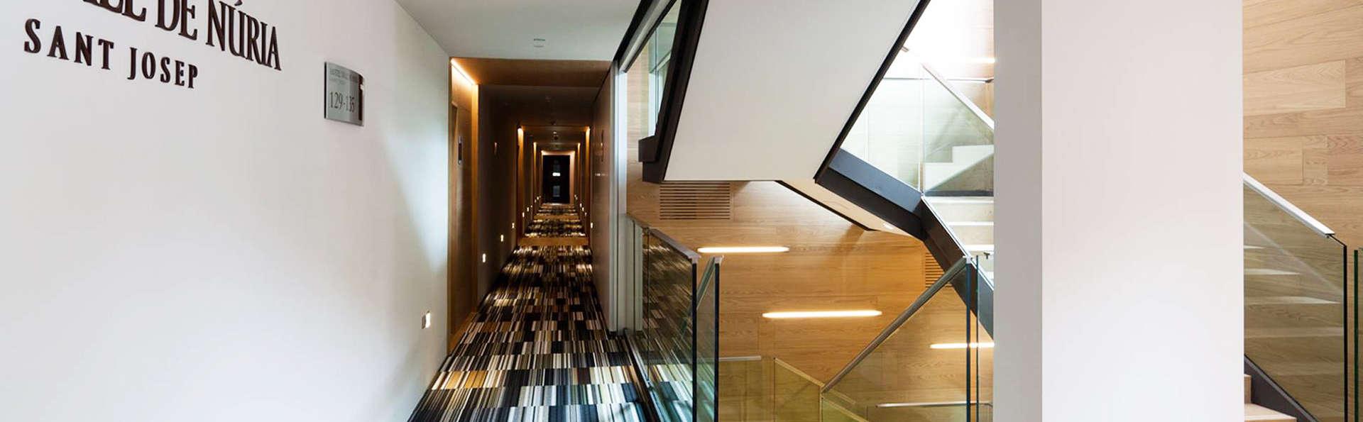 Hotel Vall de Núria - EDIT_interior.jpg