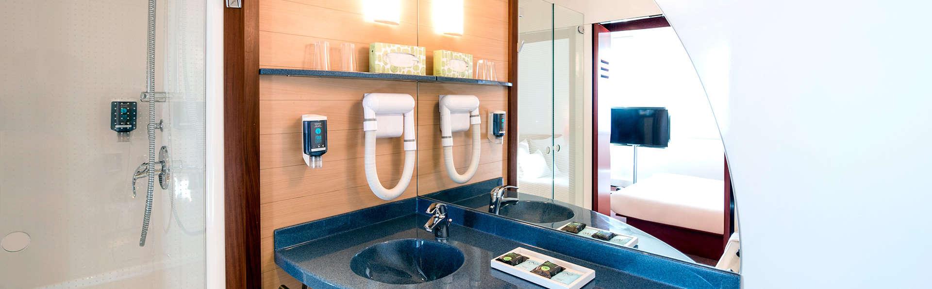Novotel Suites Nice Airport - Edit_Bathroom.jpg