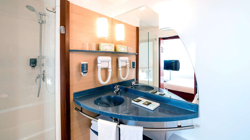Novotel Suites Nice Airport - Edit_Bathroom.jpg