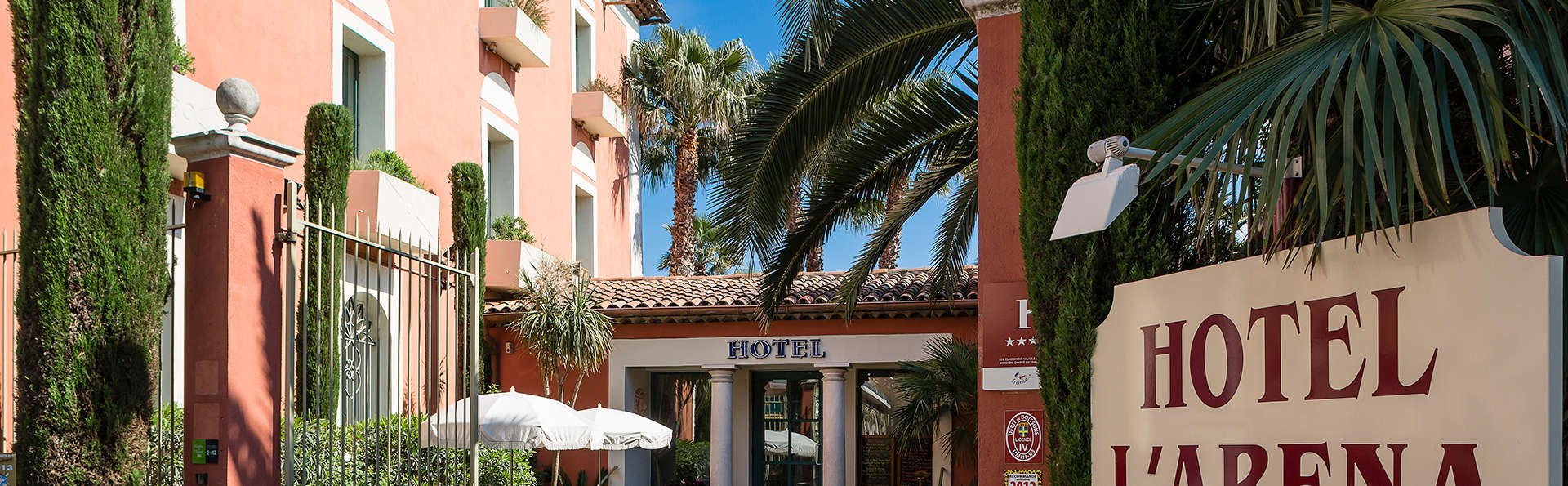 Hôtel l'Aréna - EDIT_front.jpg