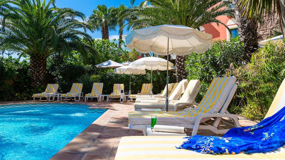 Hôtel l'Aréna - EDIT_pool1.jpg