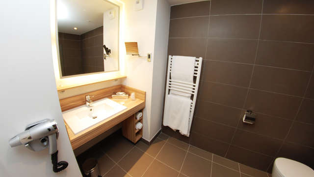 Quality Suites Lyon Lodge - bath