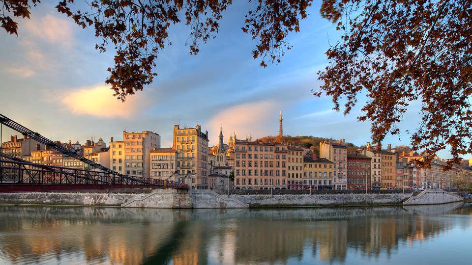 Quality Suites Lyon 7 Lodge - EDIT_destination1.jpg