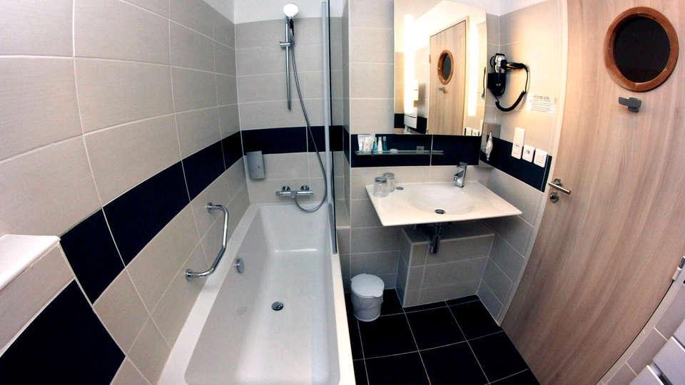 Hôtel-Restaurant Splendid Camargue - Edit_bathroom.jpg