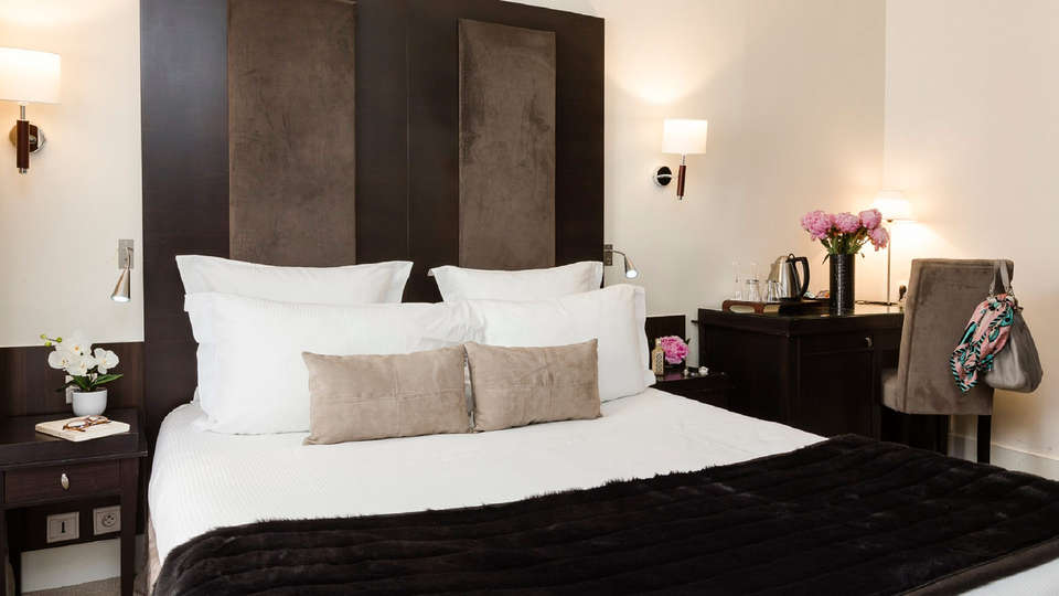 Hôtel Elysées Bassano - EDIT_room6.jpg
