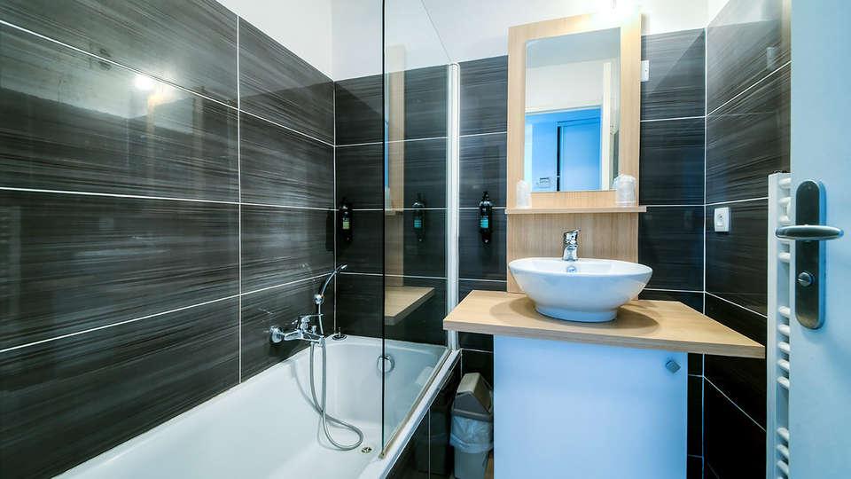 Zenitude Hôtel-Résidences Fréjus – La Tour De Mare - Edit_Bathroom.jpg