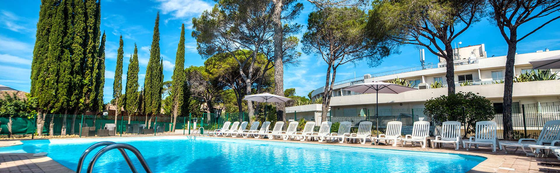 Zenitude Hôtel-Résidences Fréjus – La Tour De Mare - Edit_Pool3.jpg