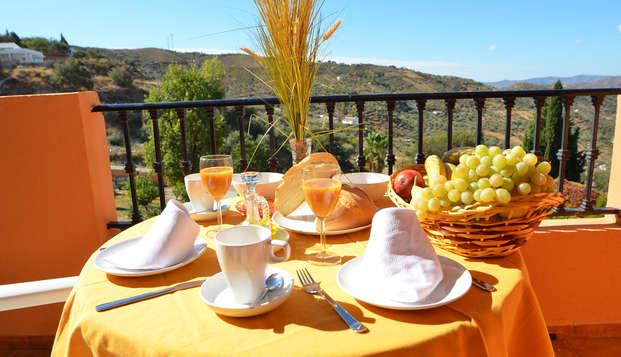 Desconecta en un hotel rural muy cerca de la Viñuela con desayuno y cava incluidos