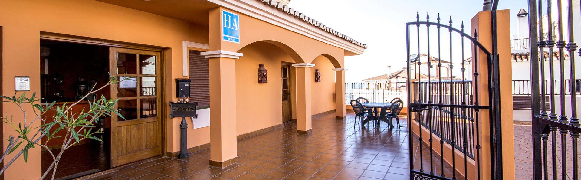 Escapada en habitación con vistas al Parque Natural Sierra de Tejeda con cava y desayuno gratuito