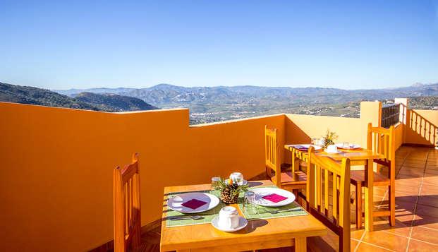 Despiertate con unas maravillosas vistas al Parque Natural Sierra de Tejeda con cava y desayuno