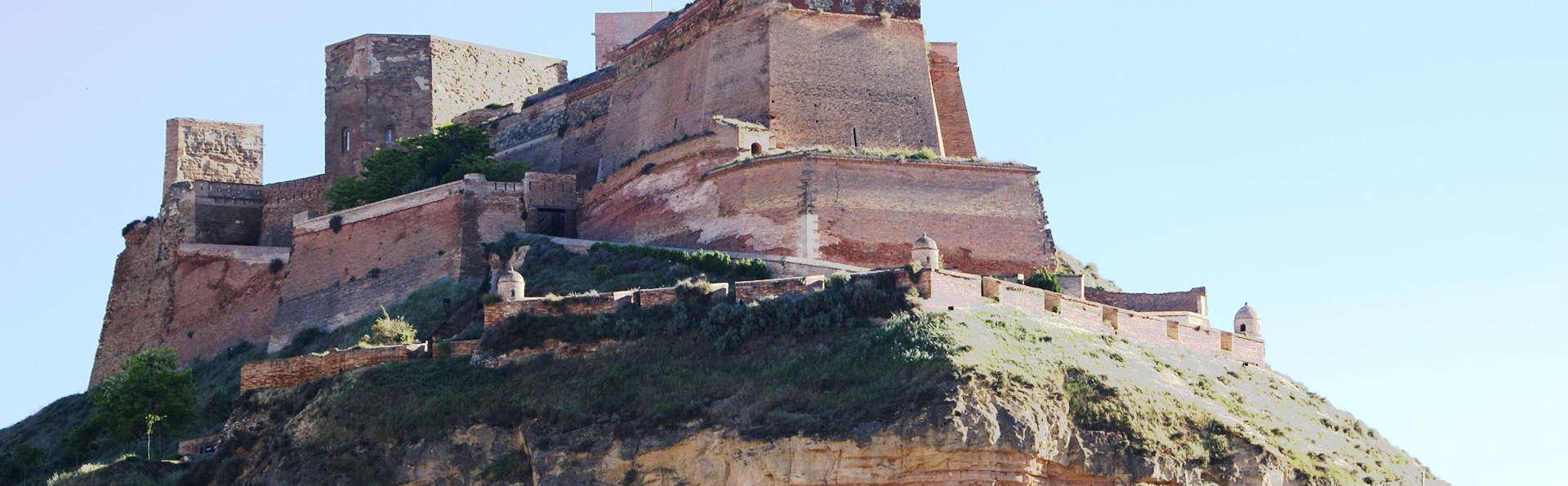 Escapada con cena, spa y visita al Castillo de Monzón en un hotel minimalista (desde 2 noches)