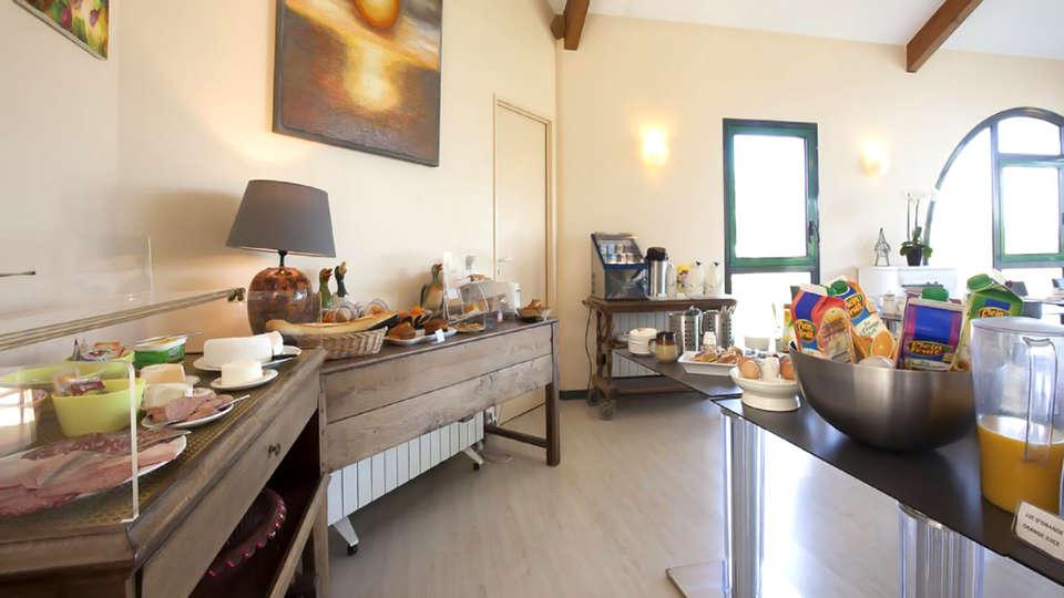 Golf Hôtel Colvert  - Edit_Breakfast.jpg
