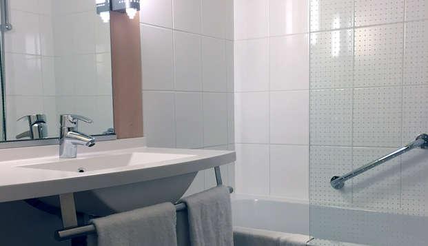 Ibis Brugge Centrum - Bathroom