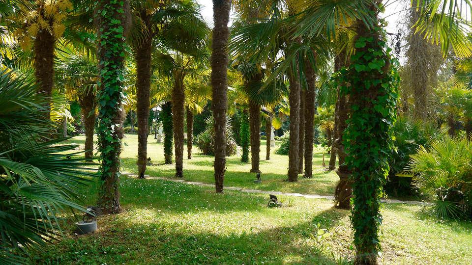 Domaine De Fompeyre - EDIT_garden.jpg