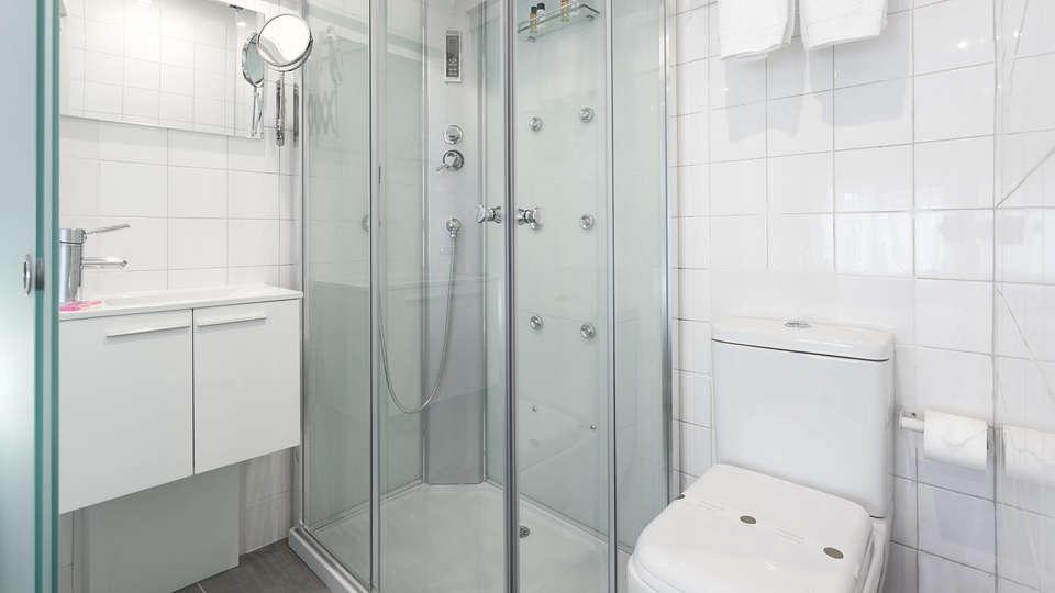Aveiro City Lodge - EDIT_bath2.jpg