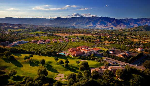 Weekend ai piedi dell'Etna in un resort da 4* con un giro mozzafiato in elicottero sul vulcano