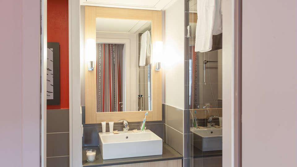 Pierre et Vacances Résidence La Petite Venise - Edit_Bathroom.jpg