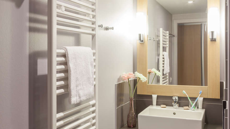 Pierre et Vacances Résidence La Petite Venise - Edit_Bathroom2.jpg