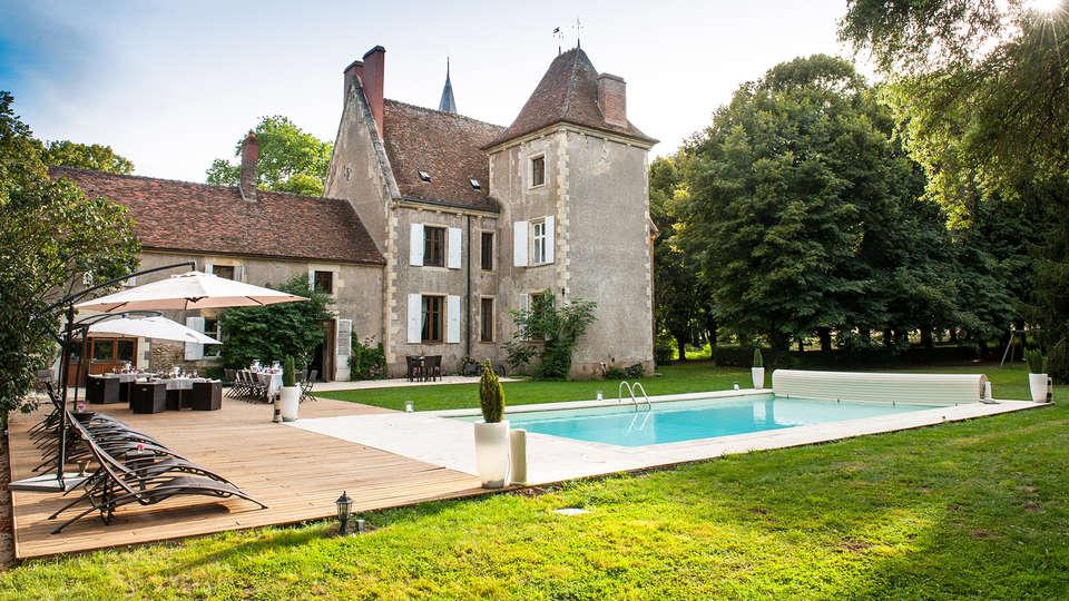 Château le Sallay - EDIT_frontpool.jpg