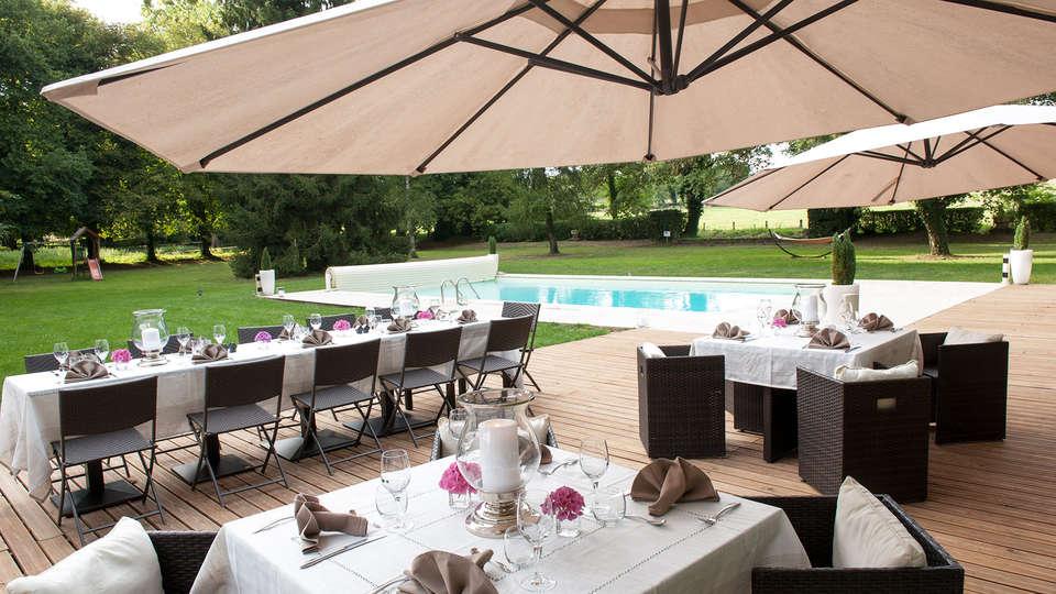 Château le Sallay - EDIT_terrace.jpg