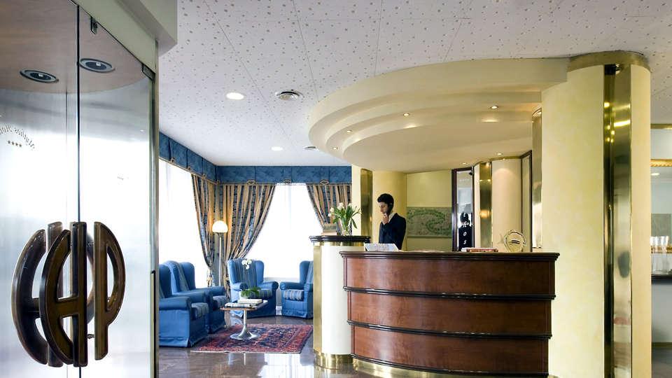 Hotel President - Edit_Reception.jpg
