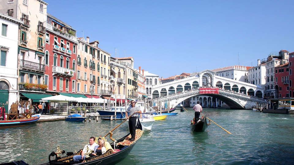 Hotel President - Edit_Venecia.jpg