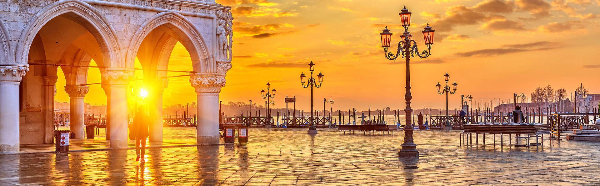 La romántica Venecia a dos pasos en un moderno hotel de 4*