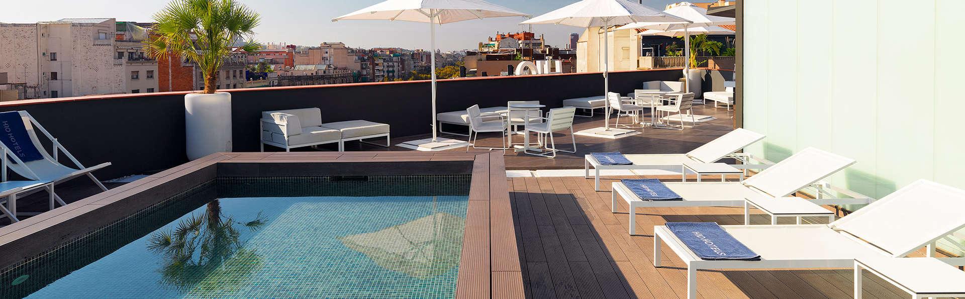 L'été à Barcelone : Terrasse fashion avec cocktail au centre de la ville