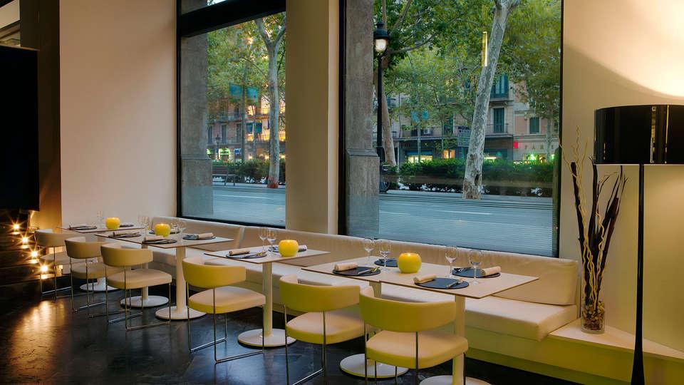 H10 Casanova  - EDIT_restaurant1.jpg