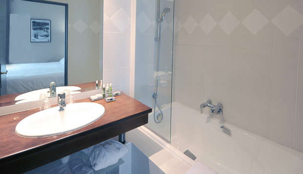 Hotel Villa Navarre - bath