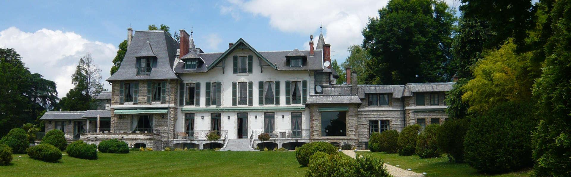 Hôtel Villa Navarre - EDIT_front2.jpg