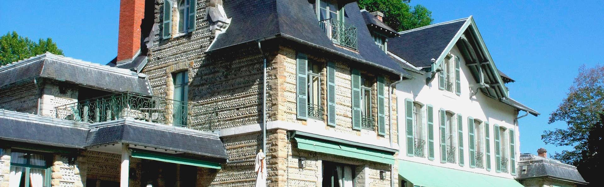 Hôtel Villa Navarre - EDIT_front1.jpg