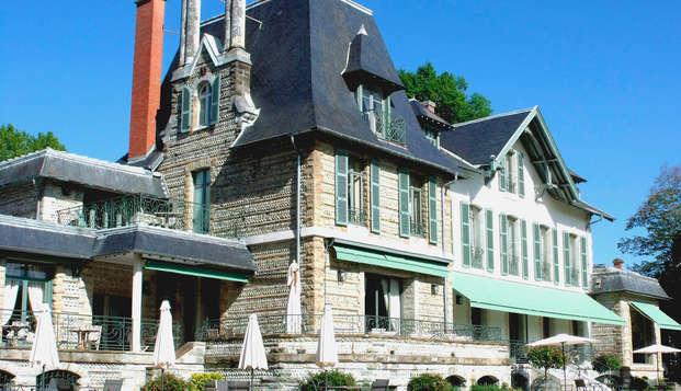 Hotel Villa Navarre - front