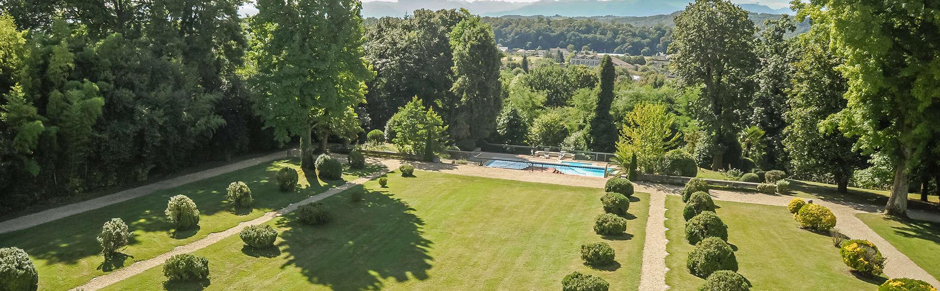 Hôtel Villa Navarre - EDIT_garden.jpg