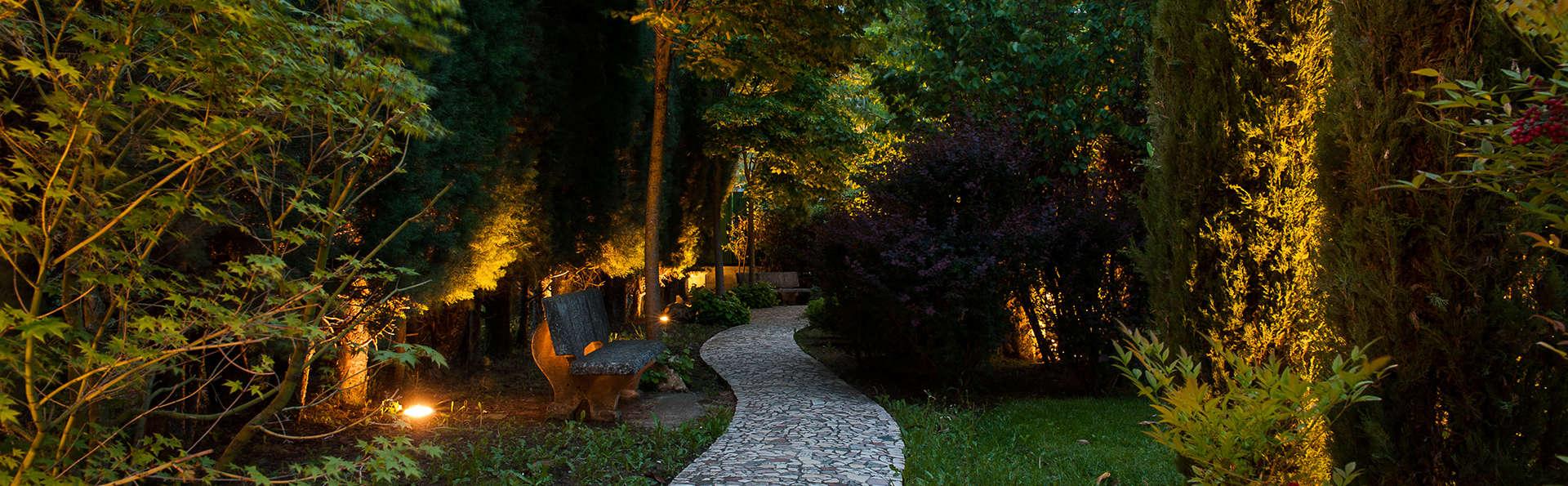 La Primula Hotel - Edit_Garden.jpg