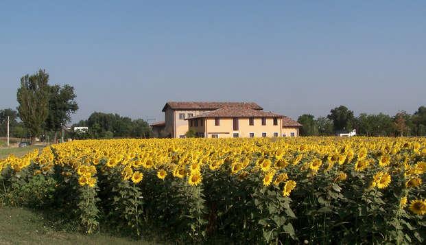 Alojamiento en una suite con cena, visita de la granja y degustación en el corazón de Emilia-Romaña