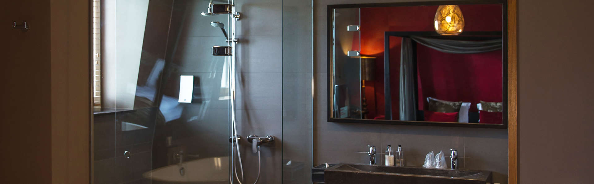 Grand Hotel Merici Sittard - edit_bruidSuite_bathroom.jpg