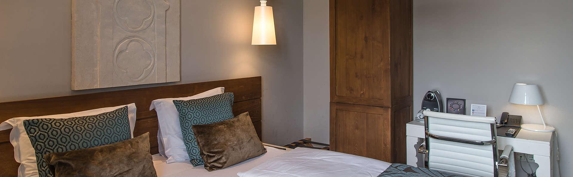 Suite romantique avec dîner de luxe à 4 plats dans un hôtel du monastère